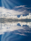 Abstrakter Himmel mit Reflexion Lizenzfreies Stockbild