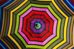 Abstrakter Hintergrund: Buntes Regenschirm-Muster Stockbild