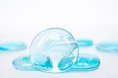 Abstrakter Hintergrund - cyan-blaue Glassteine Stockfotografie
