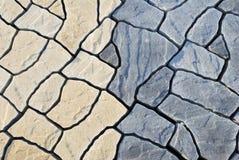 Abstrakter Hintergrund, der aus unregelmäßigen Steinen bestehend pflastert Lizenzfreie Stockfotografie