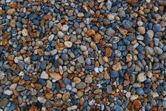 Abstrakter Hintergrund der bunten kleinen Steine Stockfoto