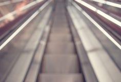Abstrakter Hintergrund der Rolltreppe am Büroinnenraum Lizenzfreie Stockfotografie
