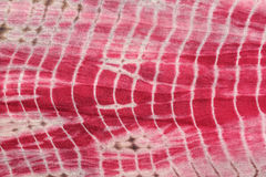 Abstrakter Hintergrund der roten, weißen und rosa Bindung - färben Sie Stoff Stockfoto