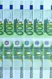 Abstrakter Hintergrund des Geldes von den Banknoten von 100 Euros Stockbild