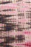Abstrakter Hintergrund des roten, schwarzen und rosa Bindungs-Färbungs-Stoffes Lizenzfreie Stockfotografie