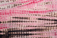 Abstrakter Hintergrund des roten, schwarzen und rosa Bindungs-Färbungs-Stoffes Lizenzfreies Stockfoto