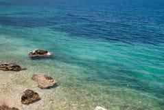 Abstrakter Hintergrund des Sommers des tropischen Strandes im ionischen Meer Stockbilder