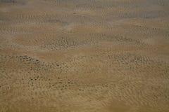Abstrakter Hintergrund: Geplätscherter Meeresgrund und Öl Lizenzfreie Stockbilder