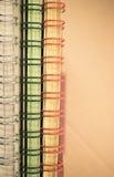 abstrakter Hintergrund - gewundene e-gehend Blöcke des Papiers Stockfotos