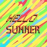 Abstrakter Hintergrund mit schiefen Anschlägen und dem Beschriften des hallo-Sommers Die Oberfläche gemalt mit Zeichenstiften, Bl lizenzfreie abbildung