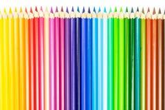 Abstrakter Hintergrund von den Farbbleistiften Zeile der farbigen Bleistifte lizenzfreie stockfotos