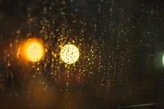 Abstrakter Hintergrund von den Lichtern und vom Regen Lizenzfreies Stockfoto