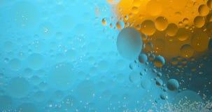 Abstrakter Hintergrund von flüssigen Ölflecken stock footage