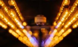 Abstrakter Hintergrund von hängenden Defocused Lichtern lizenzfreie stockfotografie