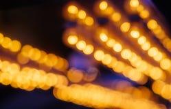 Abstrakter Hintergrund von hängenden Defocused Lichtern lizenzfreie stockbilder