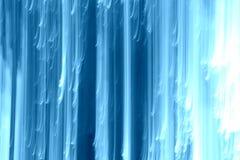 Abstrakter Hintergrund von hellen und dunkelblauen vertikalen Linien gegen Weiß Stockbilder