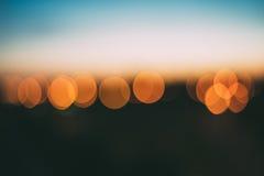 Abstrakter Hintergrund von Leuchtorange bokeh Lichtern Lizenzfreie Stockfotografie