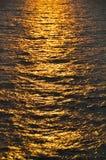 Abstrakter Hintergrund von Meer in der Sonnenuntergang- oder Sonnenaufgangzeit Stockbilder