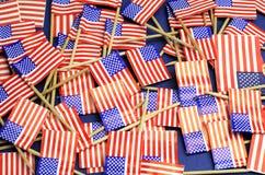 Abstrakter Hintergrund von USA-Sternenbanner -, rote weiße und blaue nationale Zahnstocherflaggen Lizenzfreie Stockbilder