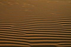 Abstrakter Hintergrund: Wüsten-Kräuselungen im Sand Lizenzfreie Stockfotos