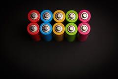 Abstrakter Hintergrundsatz der Energie farbiges alkalisches AA-Größe batte Lizenzfreie Stockfotografie