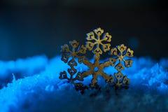 Abstrakter Illustrationshintergrund mit Weihnachtsdekor - Schneeflocken Stockbilder