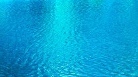 Abstrakter Kräuselungsseefluss-Beschaffenheitshintergrund des blauen Wassers stock video
