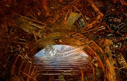 Abstrakter mystischer alter rostiger halbkreisförmiger Torbogen, der zu wa führt Stockfoto