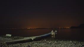 Abstrakter Nachthintergrund mit Schattenbild der Stadt stock video