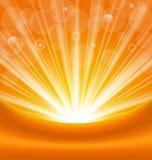 Abstrakter orange Hintergrund mit hellen Strahlen der Sonne Stockbild