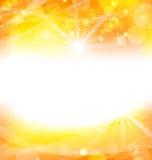 Abstrakter orange Hintergrund mit hellen Strahlen der Sonne Lizenzfreie Stockfotografie