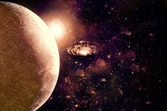 Abstrakter Planeten-Horizont auf Weltraum-Nebelfleck-Galaxie-Hintergrund vektor abbildung