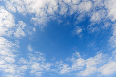 Abstrakter Rahmen von den Wolken. Stockfotografie