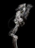 Abstrakter Rauch auf einem schwarzen Hintergrund Stockfoto