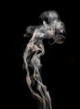 Abstrakter Rauch auf einem schwarzen Hintergrund Lizenzfreie Stockbilder