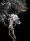 Abstrakter Rauch auf einem schwarzen Hintergrund Stockbilder