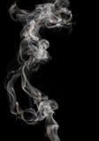 Abstrakter Rauch auf einem schwarzen Hintergrund Lizenzfreie Stockfotos