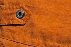 Abstrakter Sämischlederhintergrund mit Naht und Verbindungselement stockbild