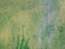 Abstrakter Schmutzbeschaffenheits-Grünhintergrund von Flecken des Öls und der Acrylfarbe mit den gelben Stellen Lizenzfreie Stockfotografie