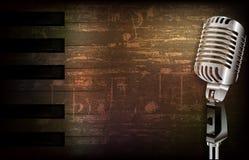 Abstrakter Schmutzhintergrund mit Retro- Mikrofon Stockfotos