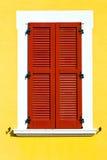 abstrakter sonniger Tag Italiens roter Fenster varano borghi Paläste Stockfotografie