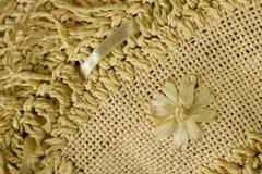 Abstrakter Strohhintergrund mit der Blume (diagonal) stockbild