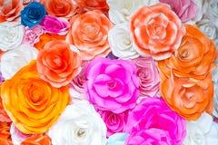 Abstrakter Tapetenregenbogen bunter Rose Flower Paper-Hintergrund Lizenzfreies Stockbild