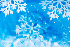 Abstrakter Unterwasserhintergrund der Schneeflocke Stockbilder