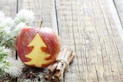 Abstrakter Weihnachtsapfel mit grünem Baum Stockfotos