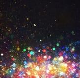Abstrakter Weihnachtshintergrund mit bunten Lichtern in der Nacht stockfotos