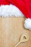 Abstrakter Weihnachtslebensmittel-Schutzträgerhintergrund auf Weinlesebrett Stockfotos