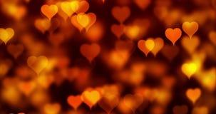 Abstrakter Weihnachtssteigungsgoldsteigungshintergrund mit bokeh Funkeln und rote Herzen formen das Fließen, Valentinstagliebe stock video
