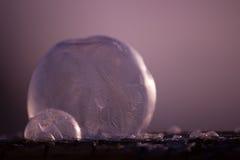 Abstrakter Winterhintergrund mit gefrorener Seifenblase Lizenzfreies Stockbild