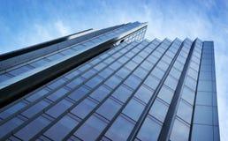 Abstrakter Wolkenkratzer Stockbild